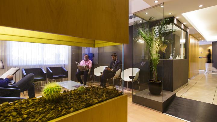 Sala de espera Clínica Dental Ochogavía en Palma
