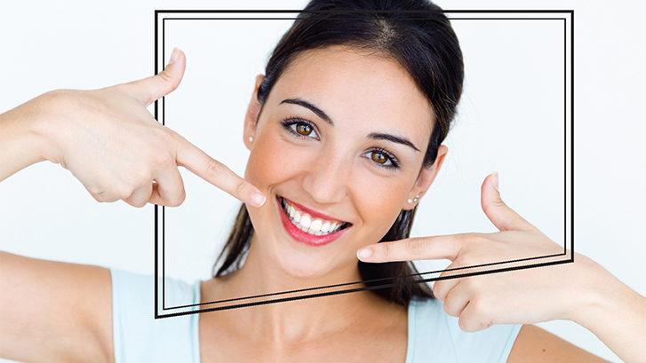Chica con un blanqueamiento realizado en la clínica dental ochogavia de palma